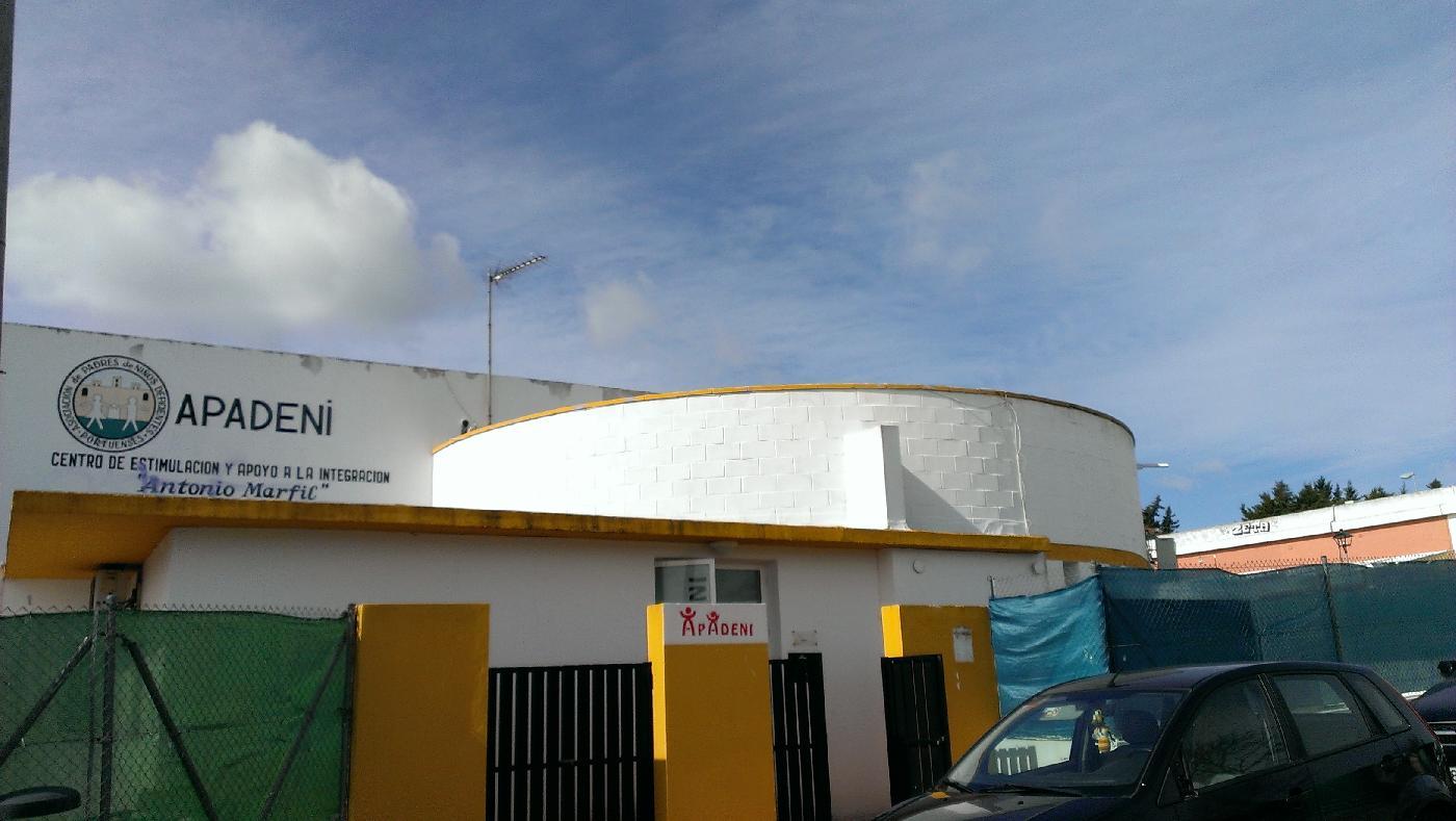 Apadeni sigue ofreciendo consejos a los familiares en El Puerto