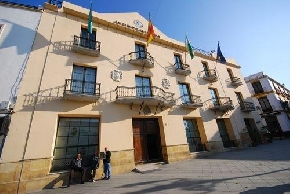 Vélez-Málaga pide a la Junta un instituto en la costa occidental del municipio