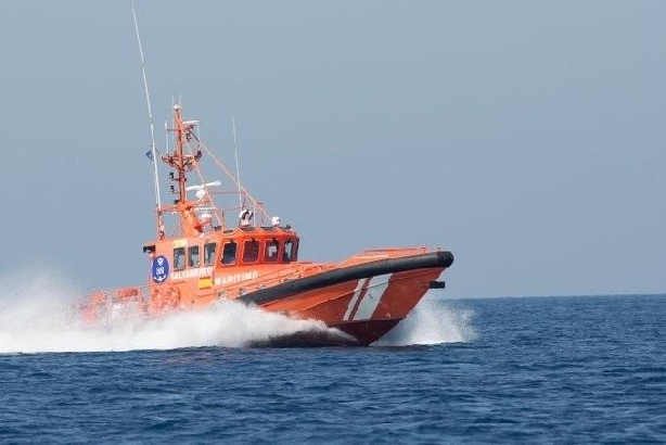La Guardia Civil intercepta una patera con 5 magrebíes cerca de la costa granadina