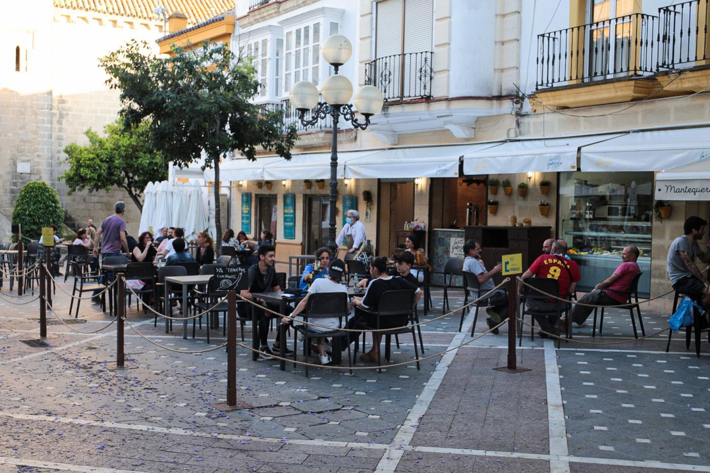 Asociaciones de vecinos de Jerez exigen el cumplimiento de la ordenanza de veladores