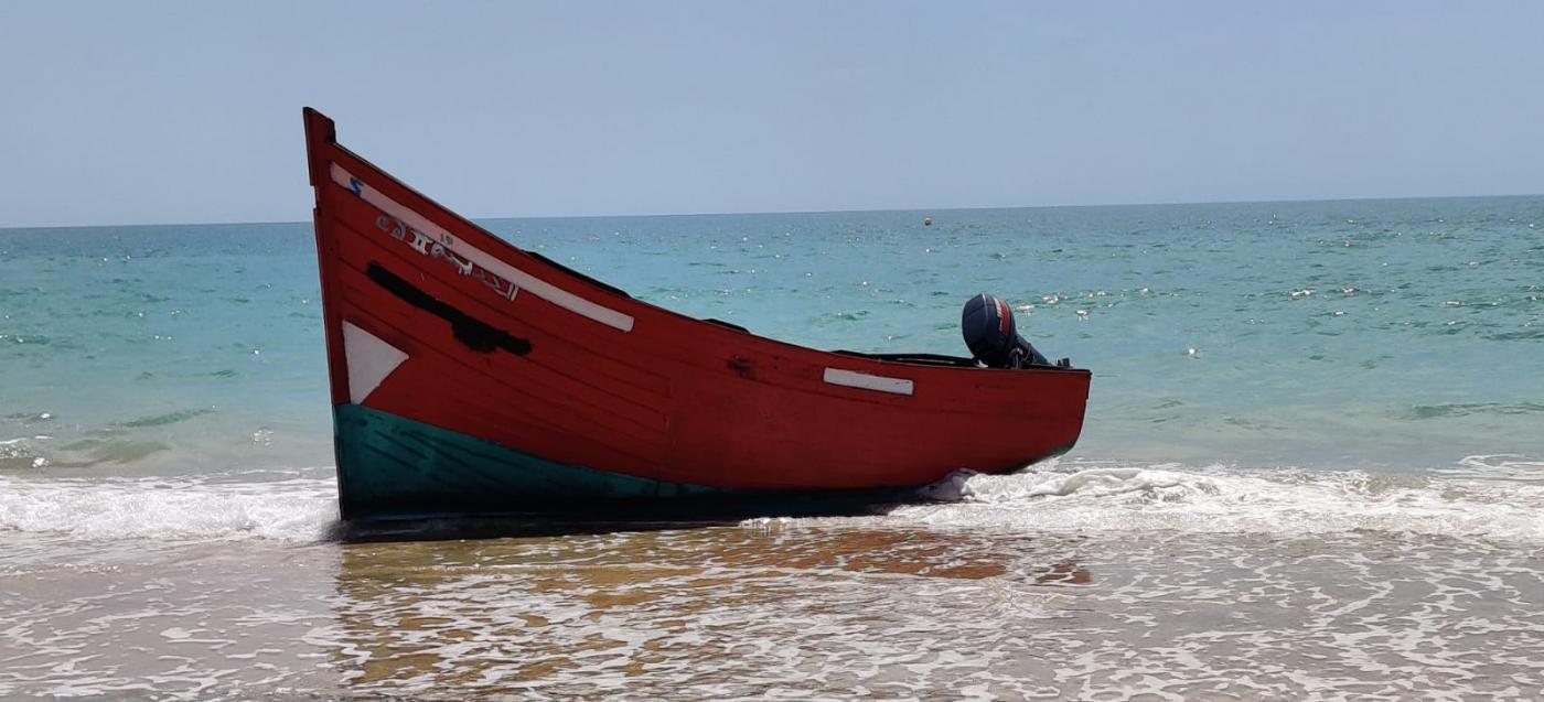Llega una embarcación con más de una decena de migrantes a Camposoto en Cádiz