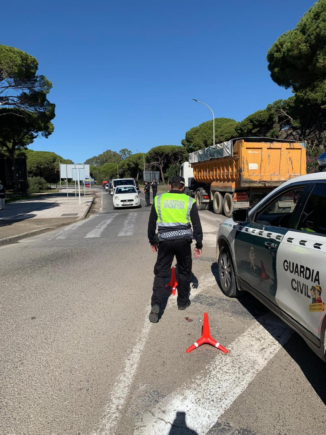 Policía Local y Guardia Civil controlan los accesos a Barbate