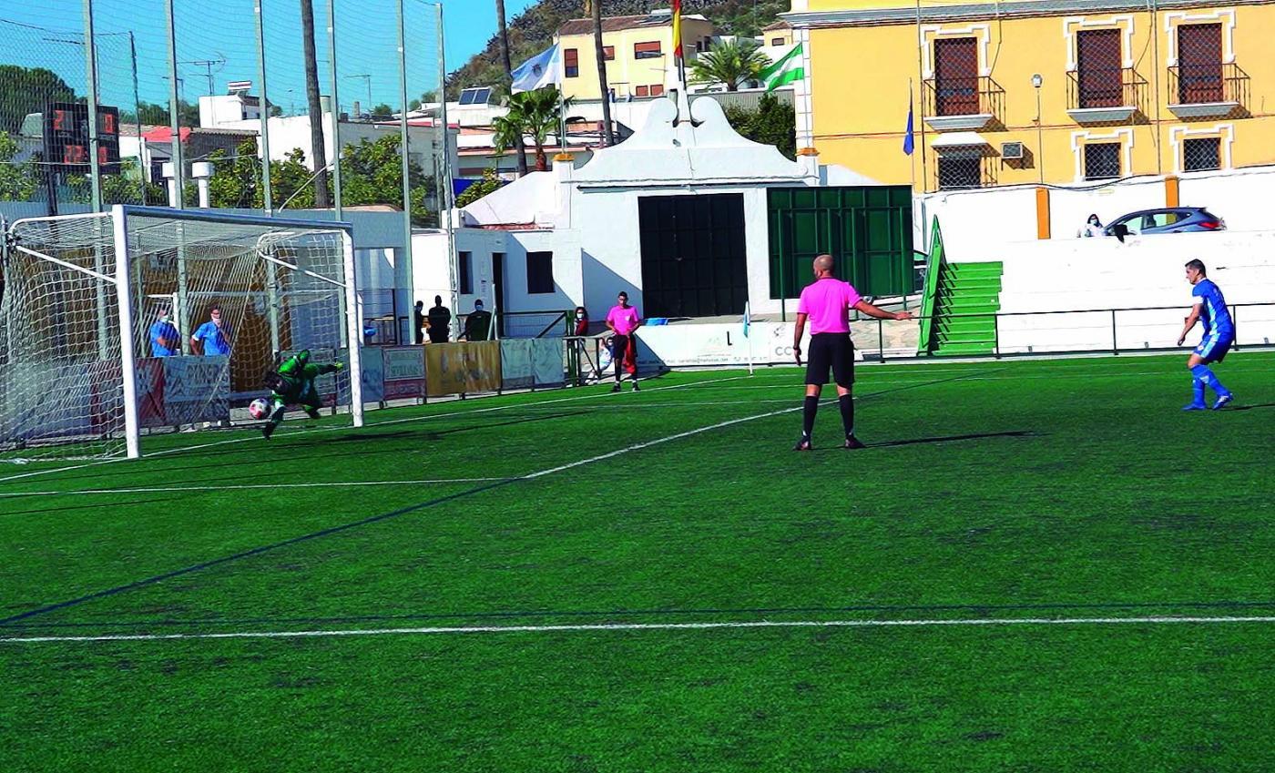 Un gol inexistente facilita el triunfo de la Lebrijana ante el Arcos