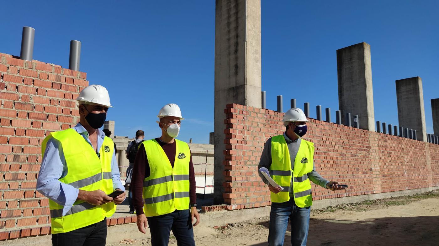 La fase actual de obras de la piscina cubierta de Arcos estará lista a finales de año