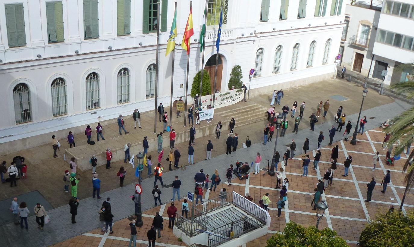 Casi 200 personas se citan en la cadena humana contra el proyecto en Rancho Linares