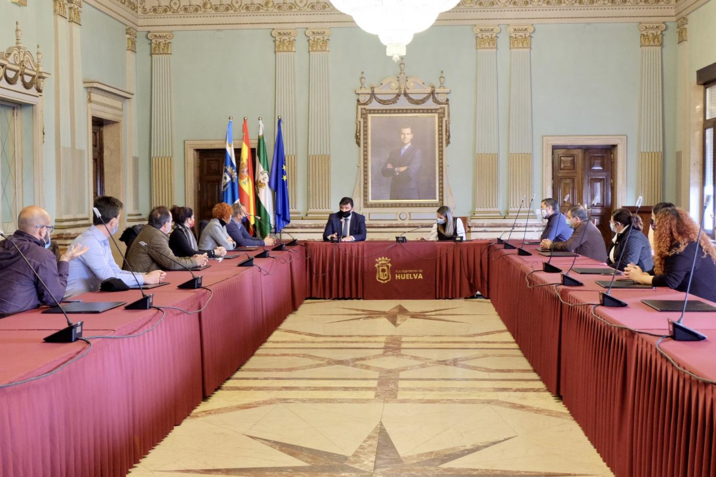 Reunión del alcalde con las agencias de viajes.