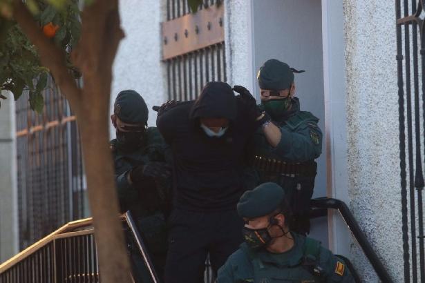 Juzgarán a 'El melillero' por amenazar con una pistola al empleado de un local
