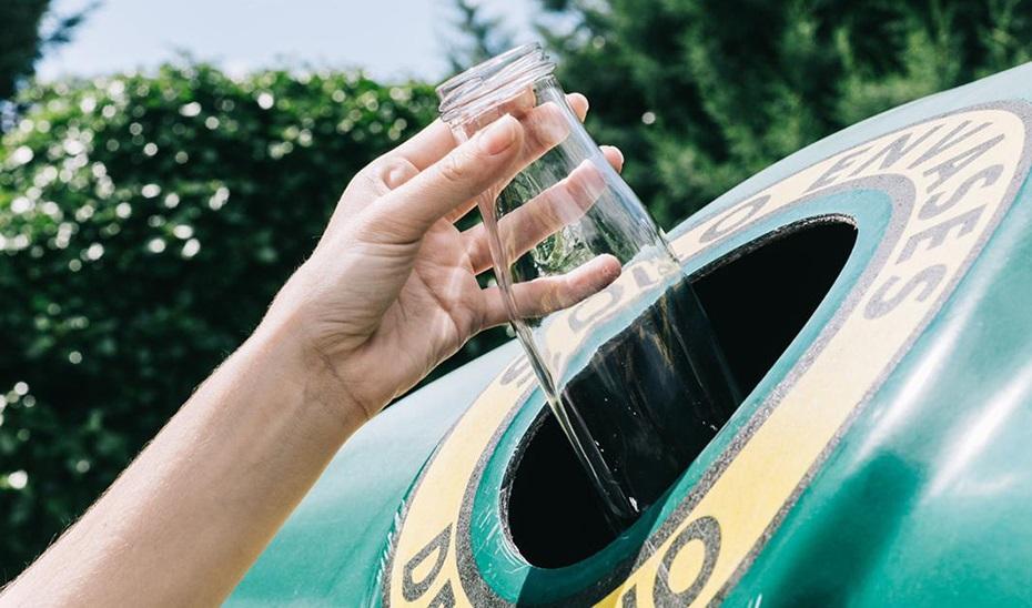 El Ayuntamiento de Cádiz impulsa el reciclaje de vidrio en el sector de la hostelería
