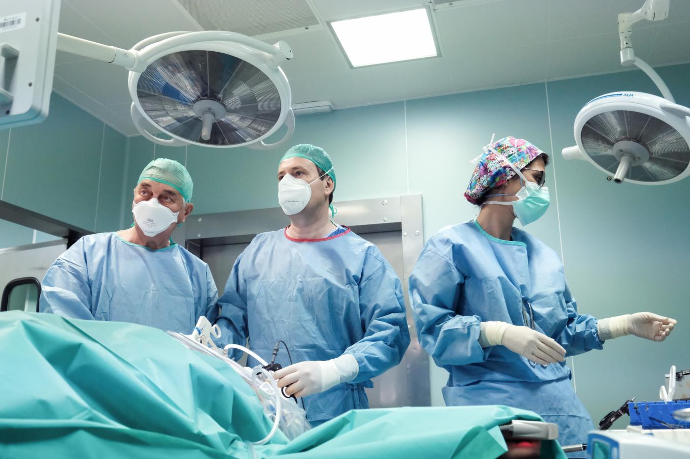 Equipo de Cirugía de la Obesidad en quirófano.