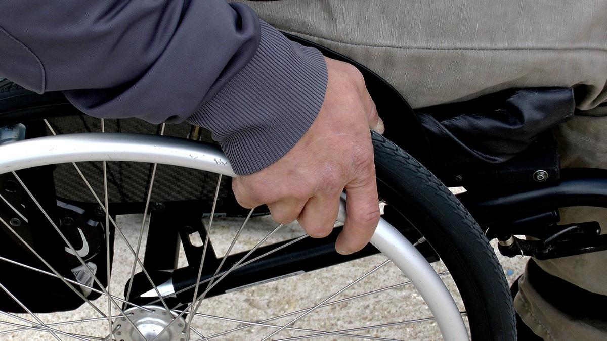 """El PP denuncia varios """"puntos negros"""" de accesibilidad en Cádiz"""