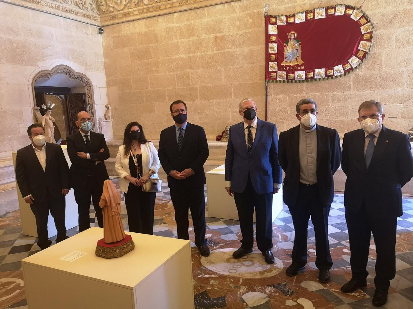 La exposición AmparArte del Ayuntamiento busca recaudar fondos para restaurar un retablo