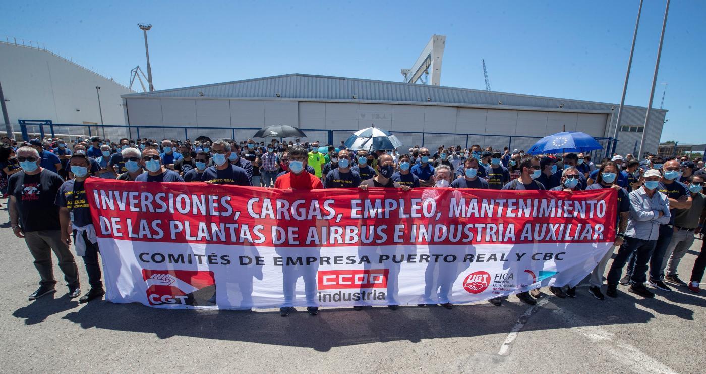 Gobierno, UGT y CCOO trasladan a Airbus sus planes para garantizar el futuro en la Bahía