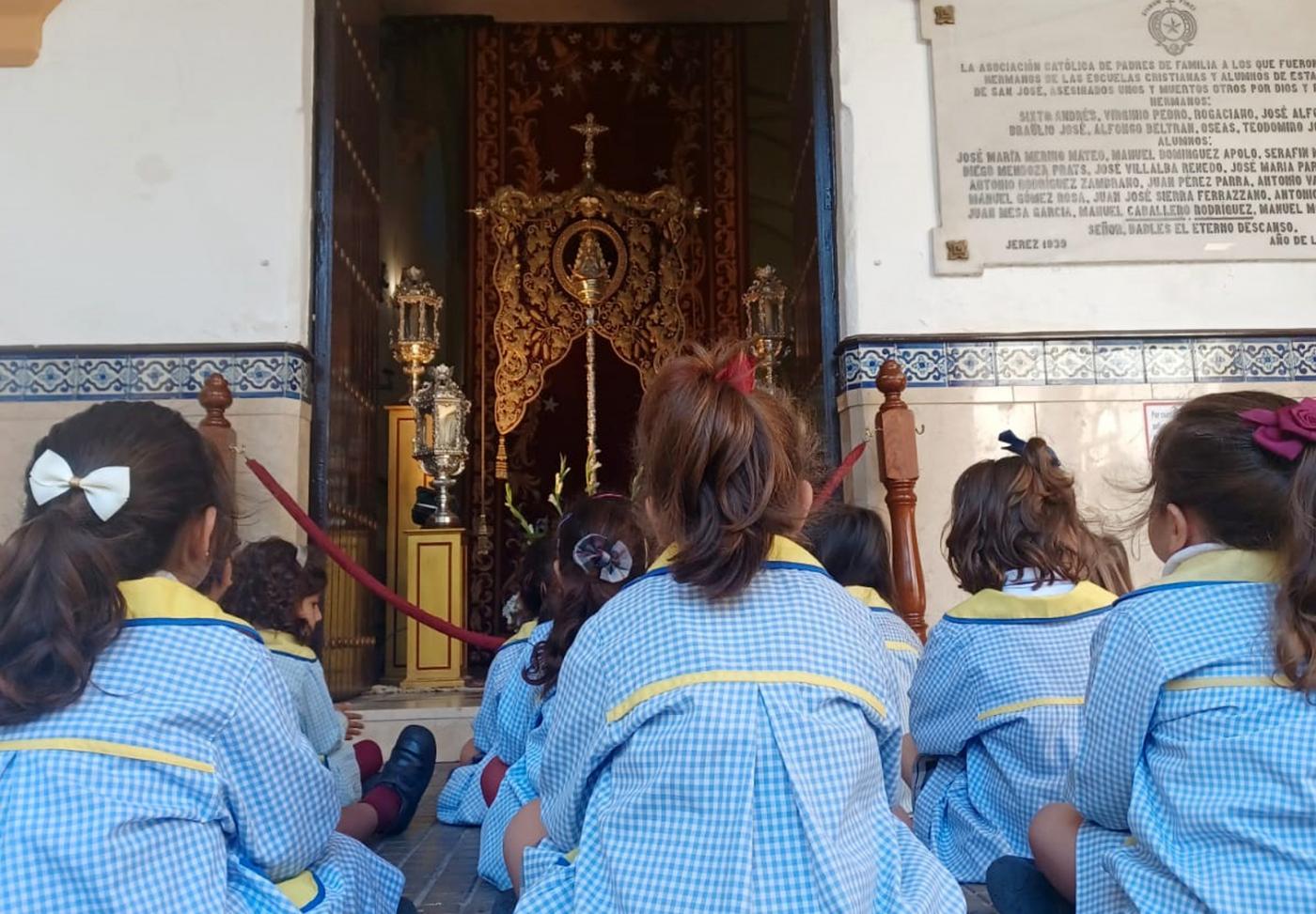 El Simpecado de Jerez, en el oratorio de la escuela de San José