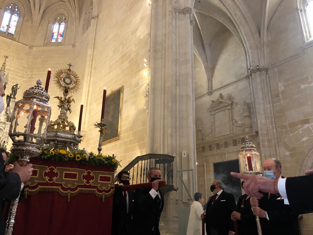 El Santísimo recorrerá el exterior de la parroquia de Santiago de Jerez el domingo 30