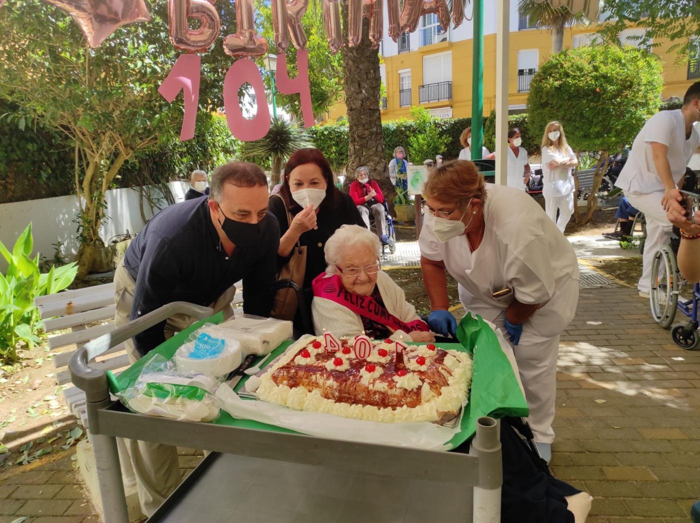 La residente más longeva de la Residencia Matía Calvo de Cádiz cumple 104 años de edad