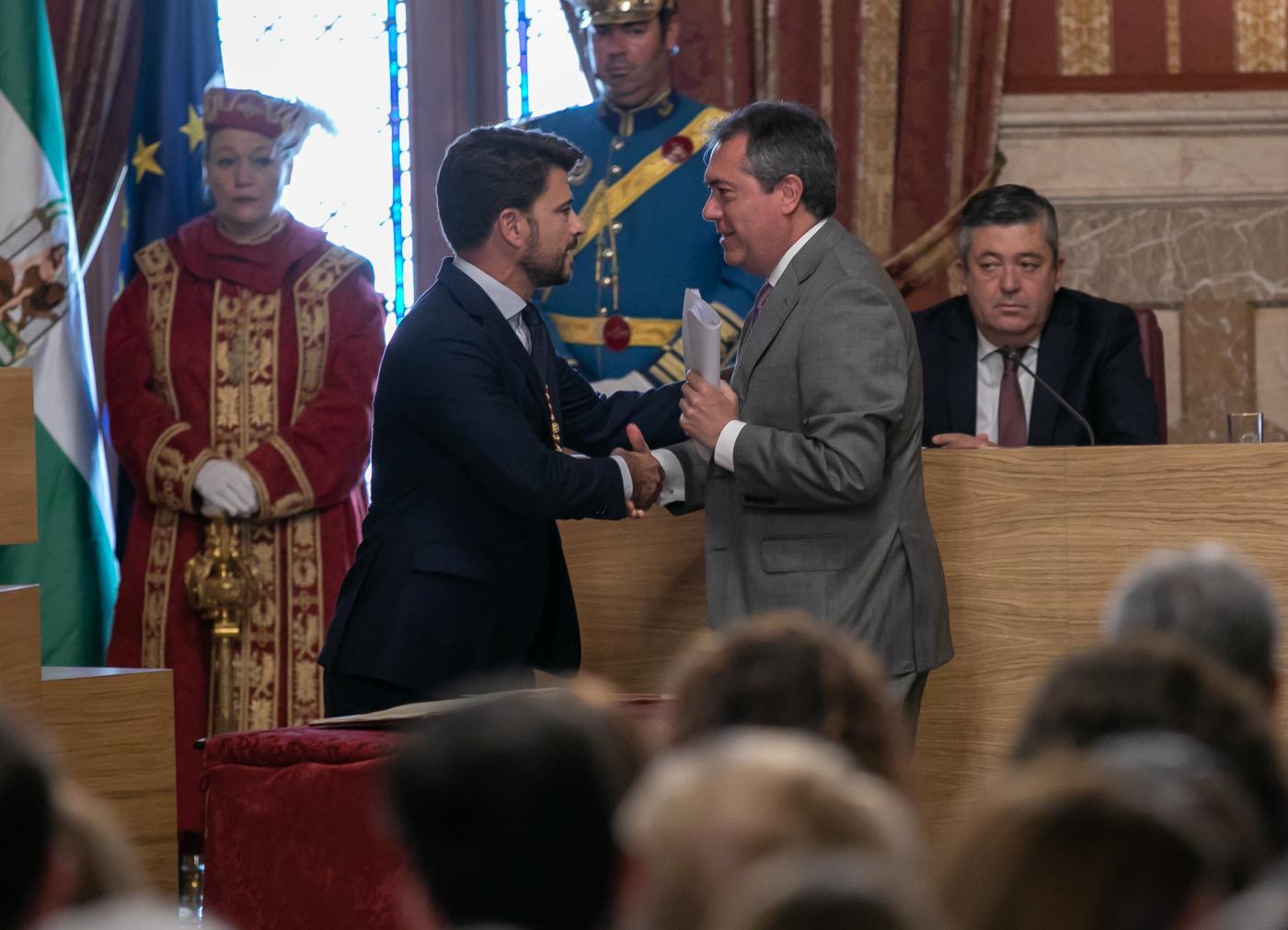 Beltrán Pérez se despide como portavoz en el Pleno y mantiene su acta