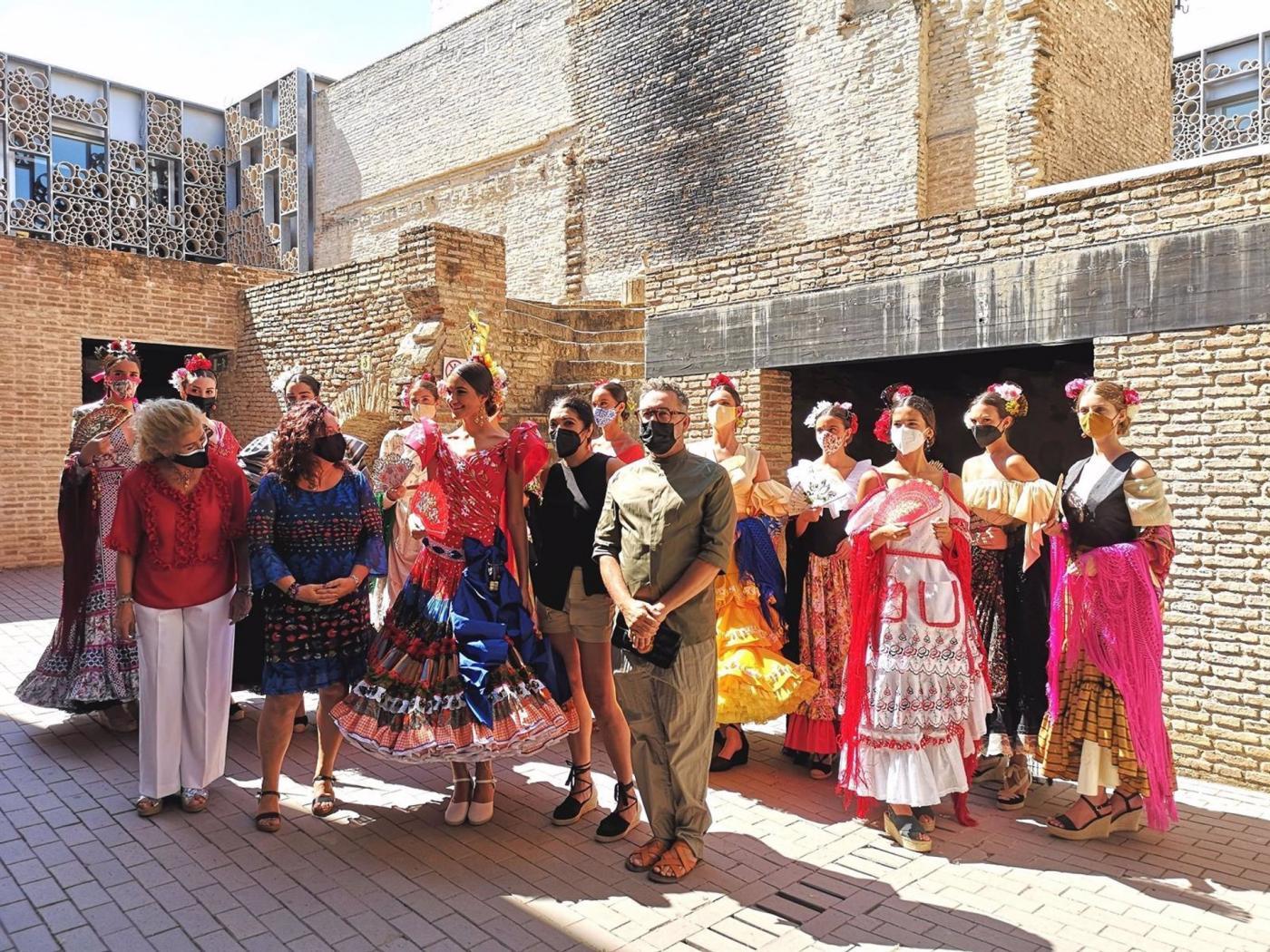 La Velá de Santa Ana se despide con la presentación del vestido Santanita