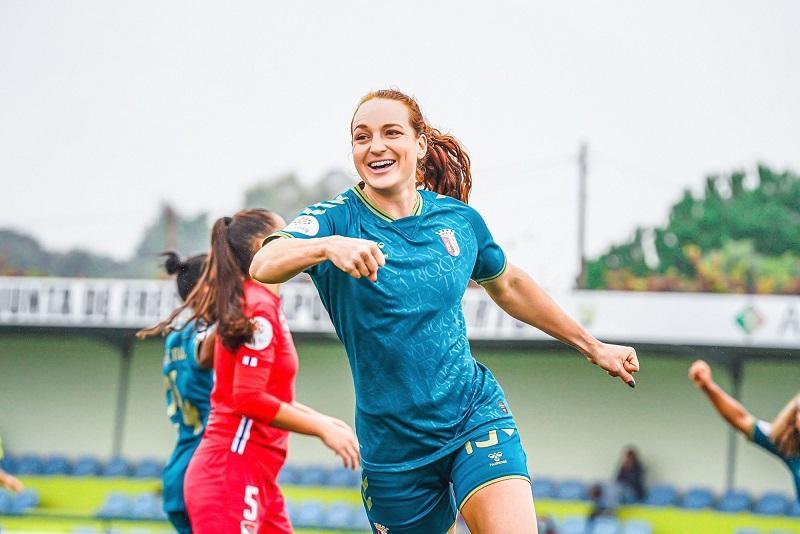 Hannah Keane, delantera de altura para el Sporting Huelva