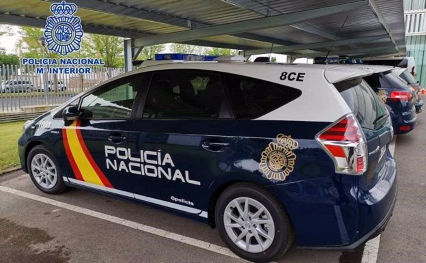 Prisión preventiva para un pirómano confeso por incendiar varios coches en Sevilla