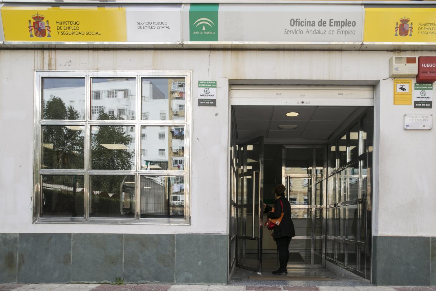 El paro continúa su descenso imparable en Sevilla