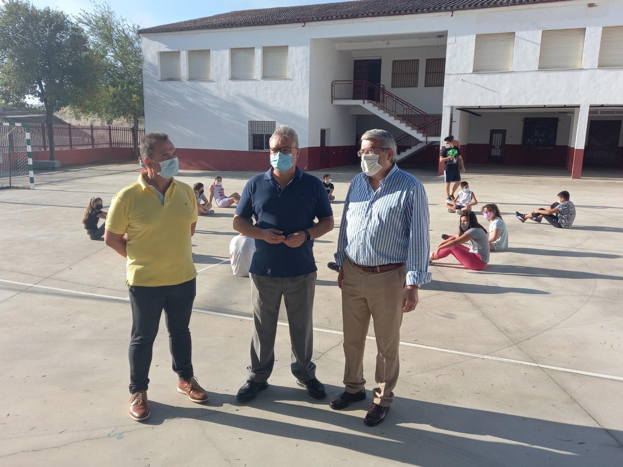 El alcalde traslada tranquilidad de cara al inicio del nuevo curso escolar