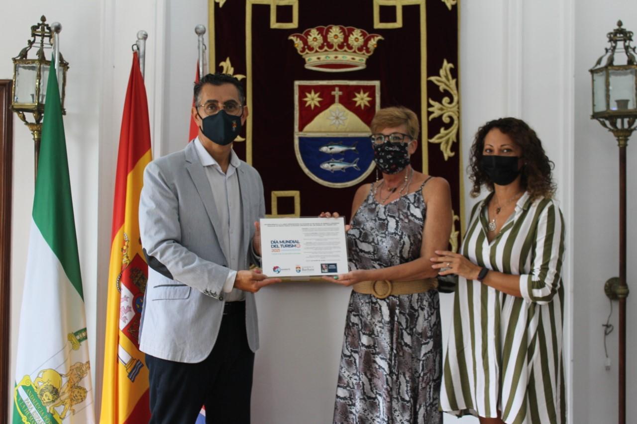 El Ayuntamiento reconoce la labor de AMUREBAR en el Día Internacional del Turismo