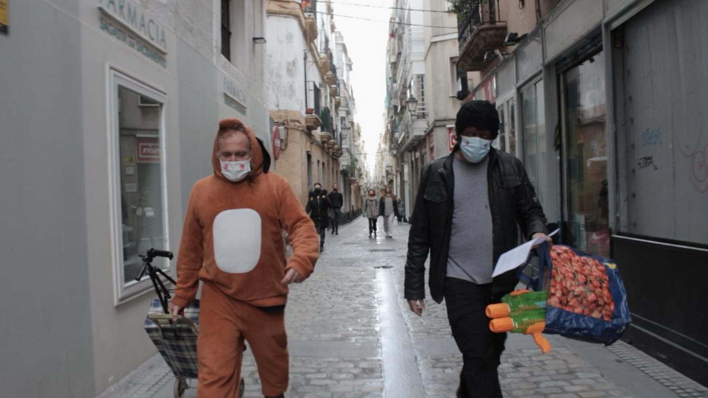 'Aguantando er tipo', un documental sobre el carnaval callejero de Cádiz en la pandemia
