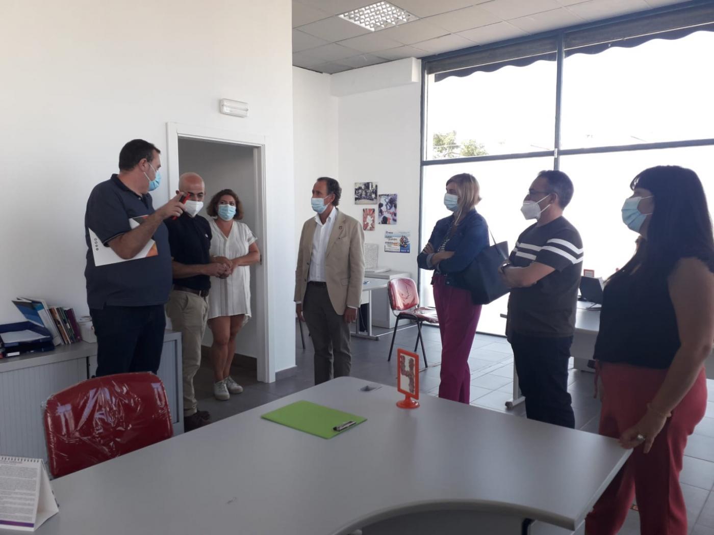El alcalde de Chiclana visita las nuevas instalaciones de la Asociación Arrabal