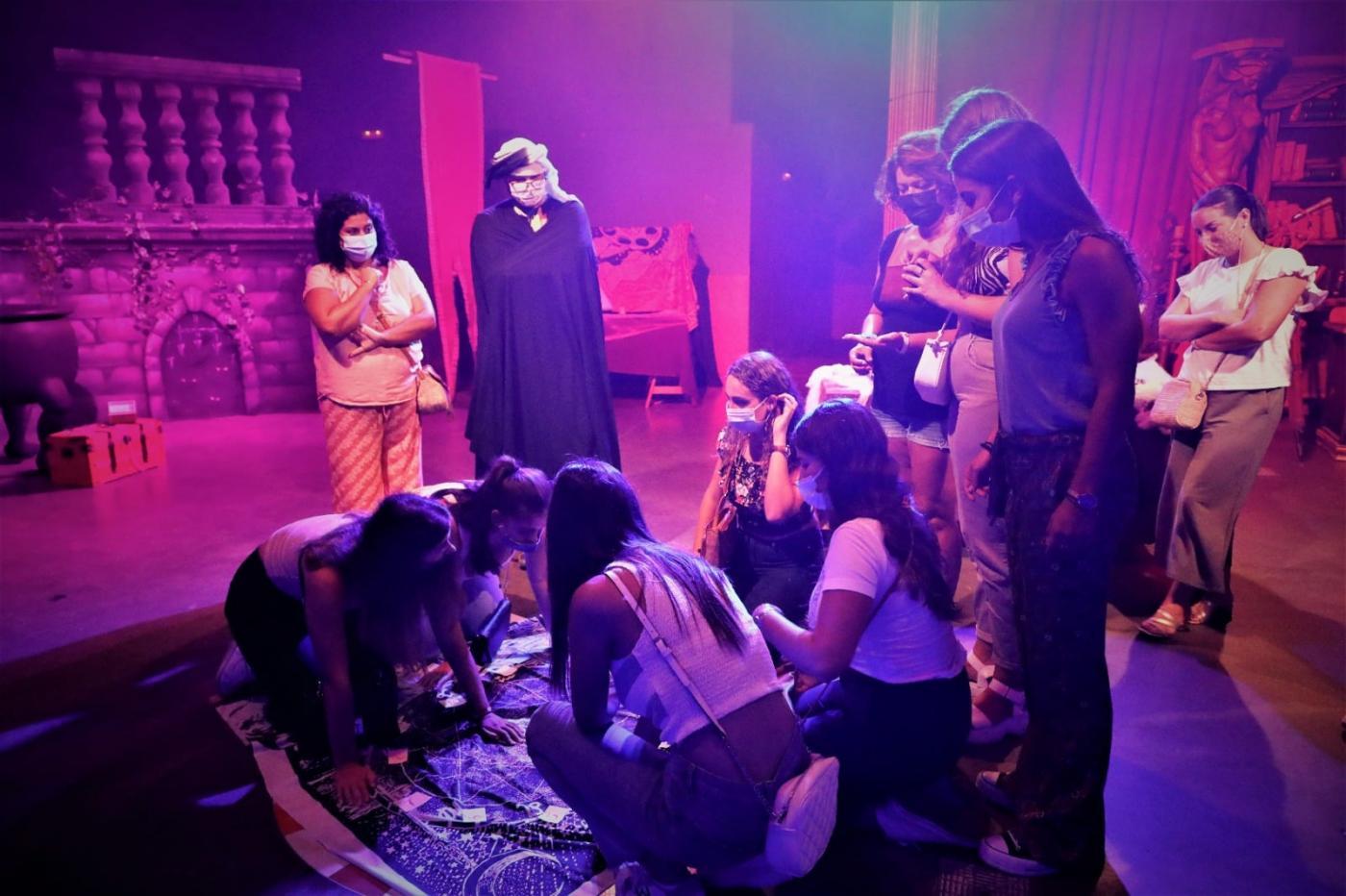 """Las Damas del Rosario participan en el Scape Room """"La magia de Rota"""""""