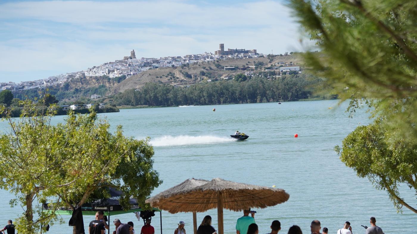 Arcos se vuelca con las competiciones de motos de agua