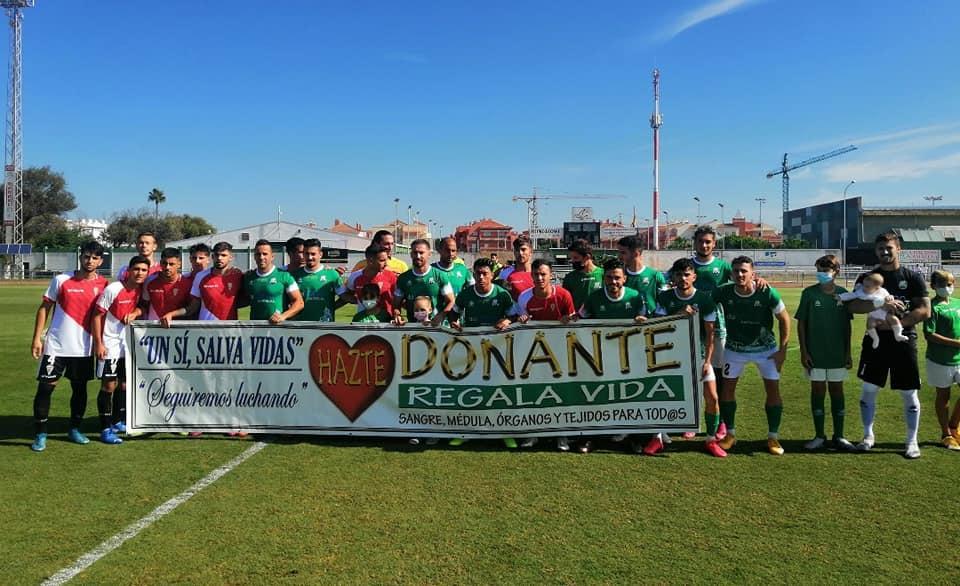 Emotivo homenaje del CD Rota antes del partido contra el Córdoba CF B