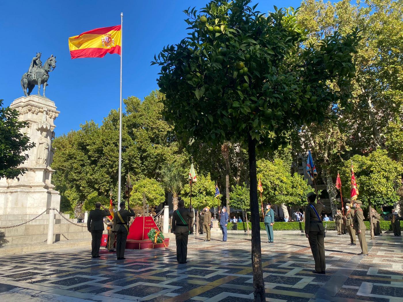Izado de Bandera en Plaza Nueva de Sevilla.