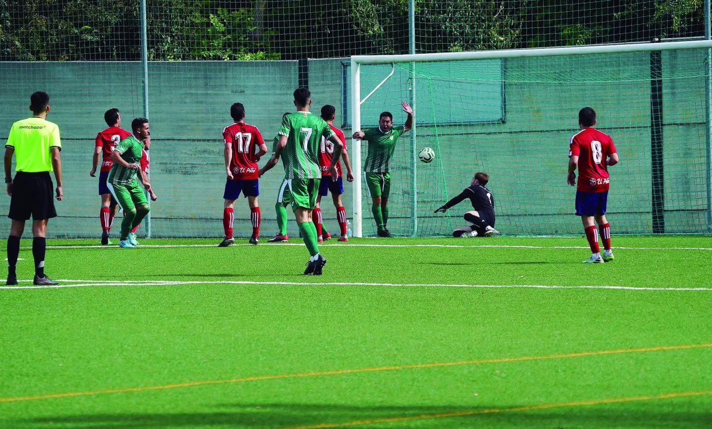 Chato marca de cabeza el gol que permite al Jédula seguir de líder de Primera Andaluza