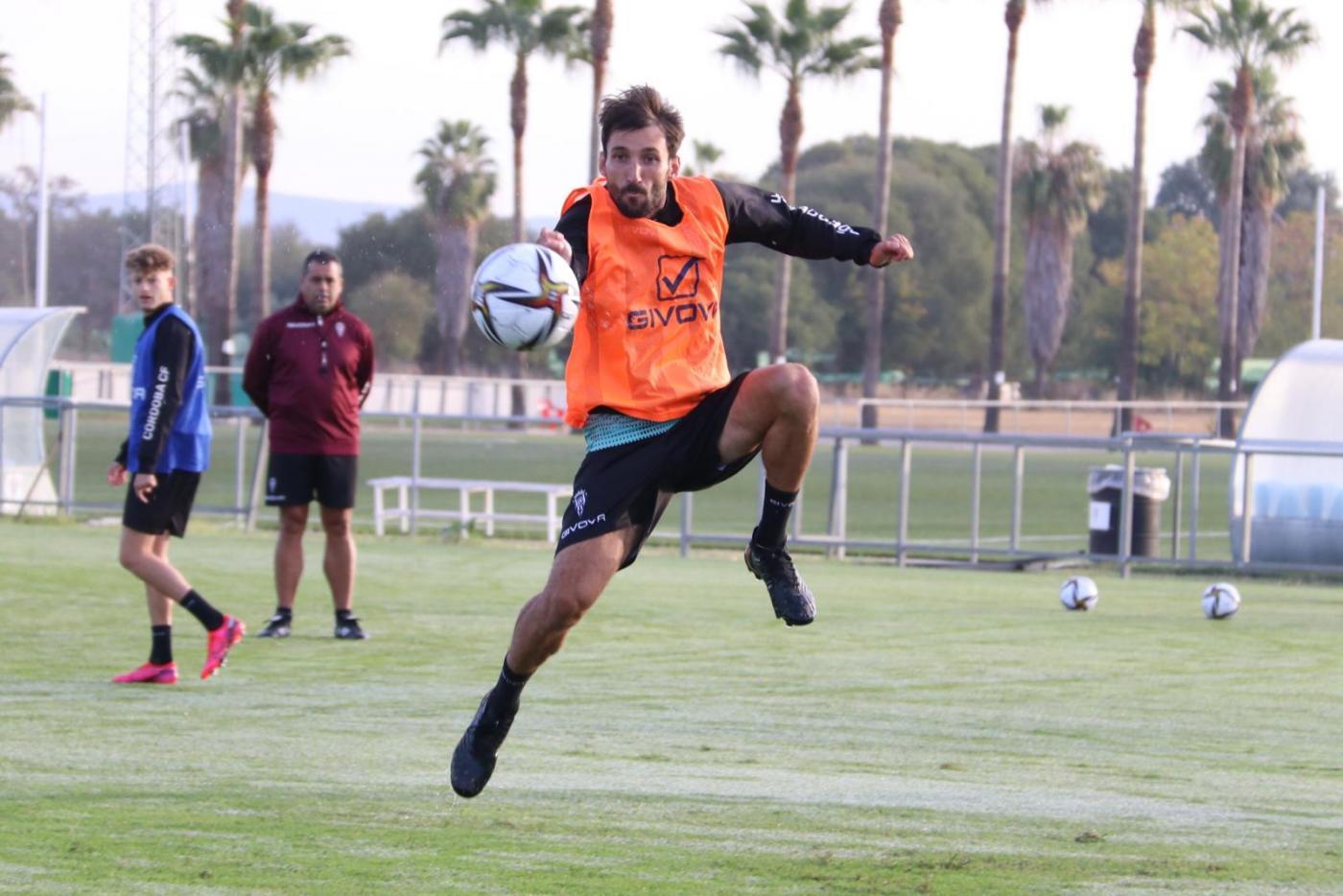 Los rivales del Córdoba CF no aprovechan la suspensión de su partido
