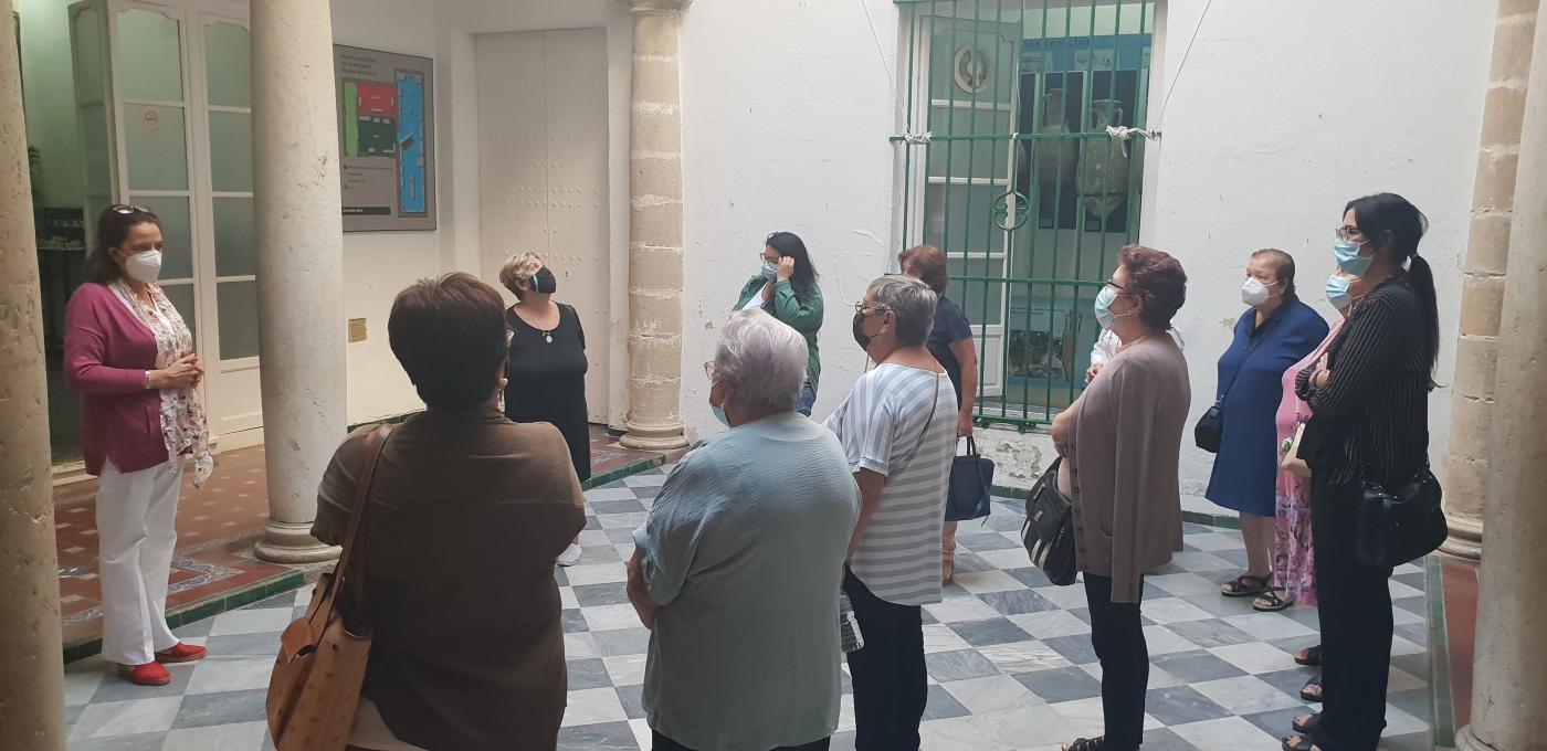 Abren museos y exposiciones a personas residentes en los barrios más vulnerables