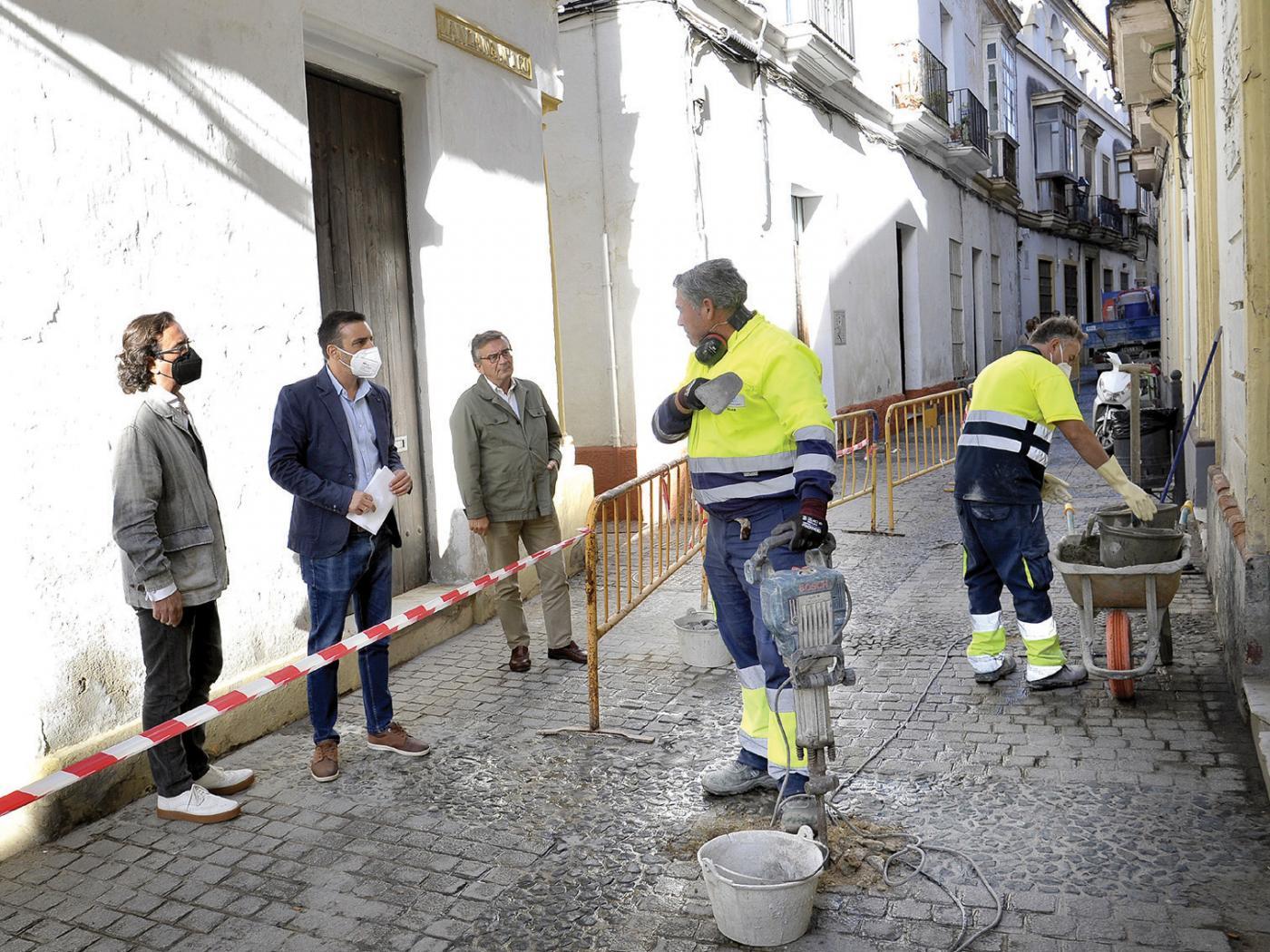 El Ayuntamiento de Jerez acomete mejoras en el acerado de la calle Francos