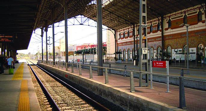 El tren de Jerez-Cádiz de las 6.50 recupera la doble composición